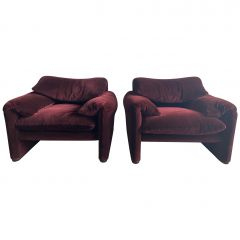 """Mid-Century Modern Pair of """"Maralunga"""" Lounge Chairs by Vico Magistretti, 1970s"""