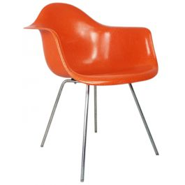 EAMES HERMAN MILLER DAX FIBREGLASS CHAIR IN ORANGE