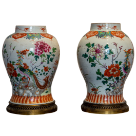 A pair of 18th century Famille Rose vases