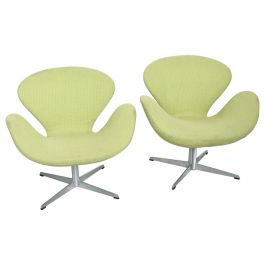 Mid Century Modern Original Iconic Swan Chairs Arne Jacobsen for Fritz Hansen