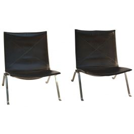 Pair of PK-22 Black Leather Lounge Chairs by Poul Kjaerholm for Fritz Hansen