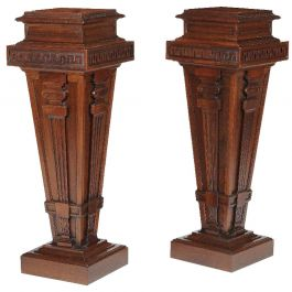 Pair of English 20th Century Edwardian Walnut Dining Room Pedestals