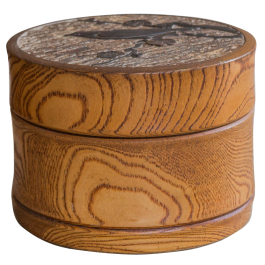 A TURNED ELM CYLINDRICAL BOX