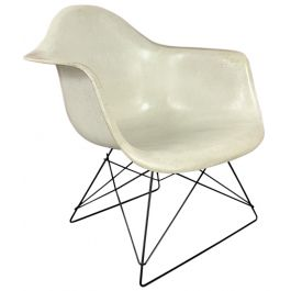 EAMES HERMAN MILLER LAR ARMCHAIR IN PARCHMENT ON CATS CRADLE BLACK BASE