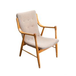 Ergonomic Scandinavian Modern Chair